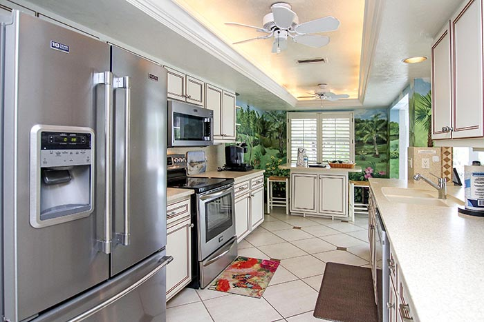 Casa Key Lime kitchen